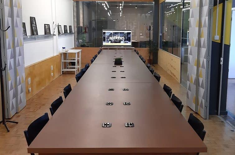 sala reunião grande coworking